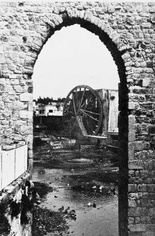 Koła wodne w Hama w Syrii przetrwały dwa tysiące lat. Niestety, teraz pozostały po nich tylko zdjęcia; to konkretne przetrwa kolejne pół tysiąclecia. Fot. Radosław Brzozowski